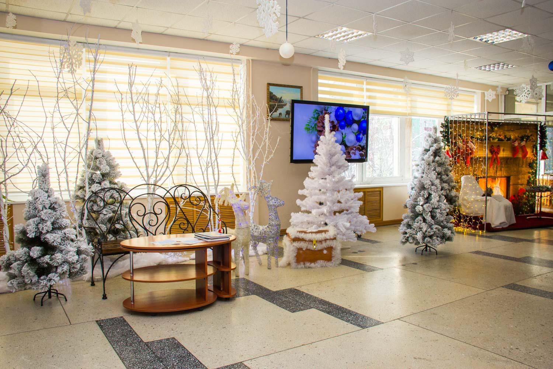 Новогоднее оформление зала фойе картинки пропустить первые