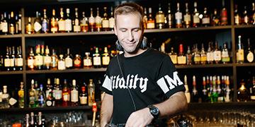 DJ & MC Sanya Swede